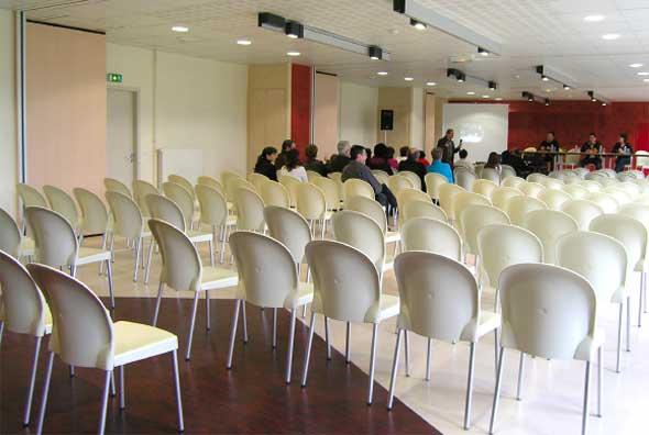 Dans un cadre agréable, Ethic Etapes Romorantin vous propose 7 salles très fonctionnelles et agréables, équipées pour l'organisation de vos réunions, activités, débats, assemblées générales, séminaires, animations… Accès WIFI et/ou Ethernet inclus.