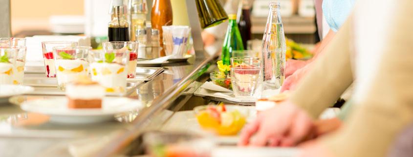 L'ensemble de l'équipe de cuisine est heureuse de servir, chaque jour, une cuisine variée, élaborée en grande majorité à partir de produits frais.