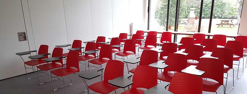 Ethic Etapes Romorantin vous propose 7 salles très fonctionnelles et agréables, équipées pour l'organisation de vos réunions, activités, débats, assemblées générales, séminaires, animations… L'accès wifi et/ou ethernet est inclus dans le tarif.